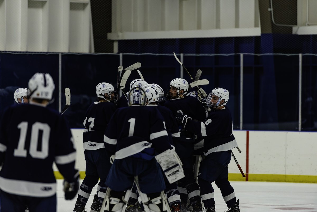Boys Hockey Routs Salisbury